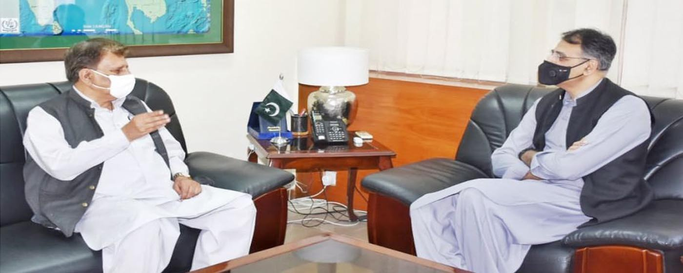 Islamabad: PM AJ&K Raja Muhammad Farooq Haider Khan called on Federal Minister Planning Asad Umer.