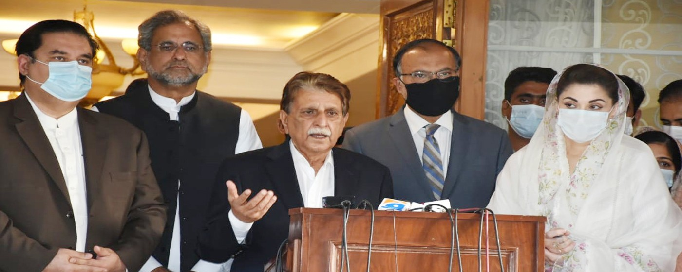 Islamabad: PM AJ&K Raja Muhammad Farooq Haider Khan addresses to a Press Conference, along with Maryam Nawaz, Ahsan Iqbal and Shahid Khaqan Abbasi.